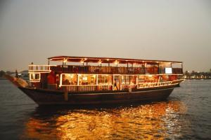 Dhow Cruise Dinner Tour